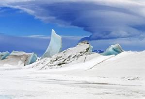 Foto aérea da Nasa tirada em novembro de 2013 para o estudo que visava estimar a espessura das massas de gelo no mar na Antártica Foto: Nasa / Michael Studinger