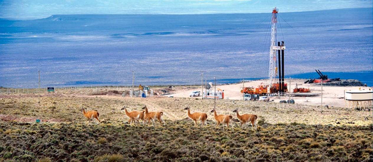 Torre de perfuração de shale gas da estatal YPF em Vaca Muerta, região mais promissora do combustível na Patagônia argentina Foto: Divulgação/YPF