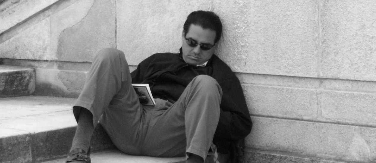 As tecnologias modernas e a sociedade alerta por 24 horas ajudam a fazer com que as pessoas vivam contra seus relógios biológicos, apontam pesquisadores Foto: StockPhoto