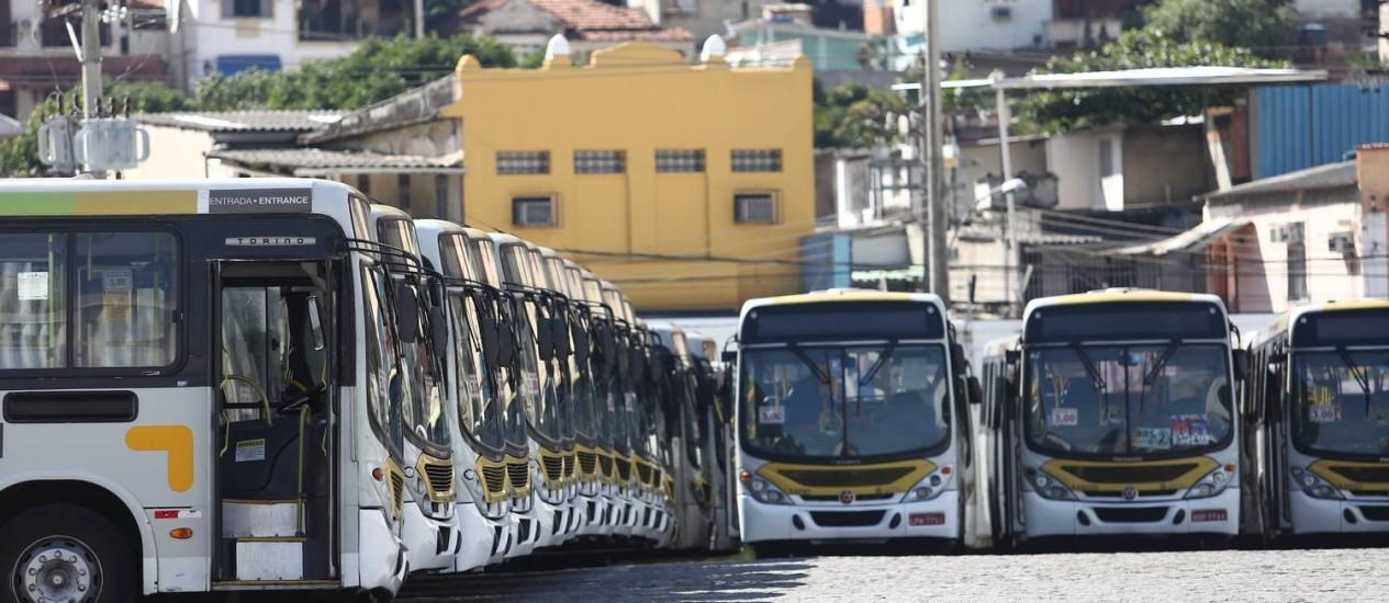 Com a greve dos rodoviários, a garagem da Viação Alpha no Engenho Novo cheia de ônibus, que não foram para as ruas Foto: Thiago Lontra / Agência O Globo