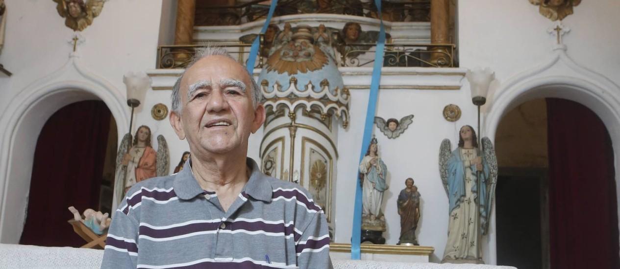 Memória. Professor Francisco é um apaixonado pesquisador da história do bairro Foto: Felipe Hanower / Agência O Globo