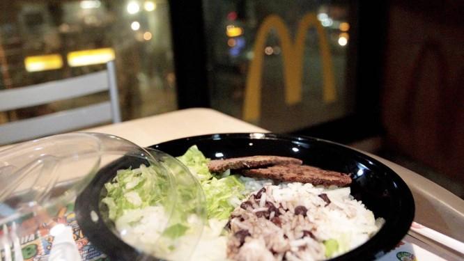 McDonald's: arroz e feijão para todos Foto: Marcelo Piu