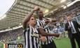 Tevez comemora o título italiano do Juventus