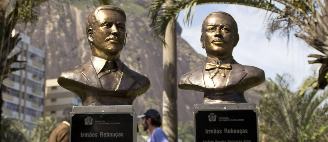 Busto dos irmãos André e Antônio Rebouças, na Praça José Mariano Filho, na entrada do Túnel Rebouças Foto: Divulgação / Prefeitura do Rio