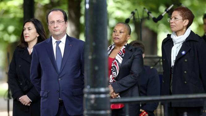 Silêncio polêmico. A ministra Christiane Taubira (à direita) com Hollande Foto: FRANCOIS GUILLOT / AFP/10-5-2014