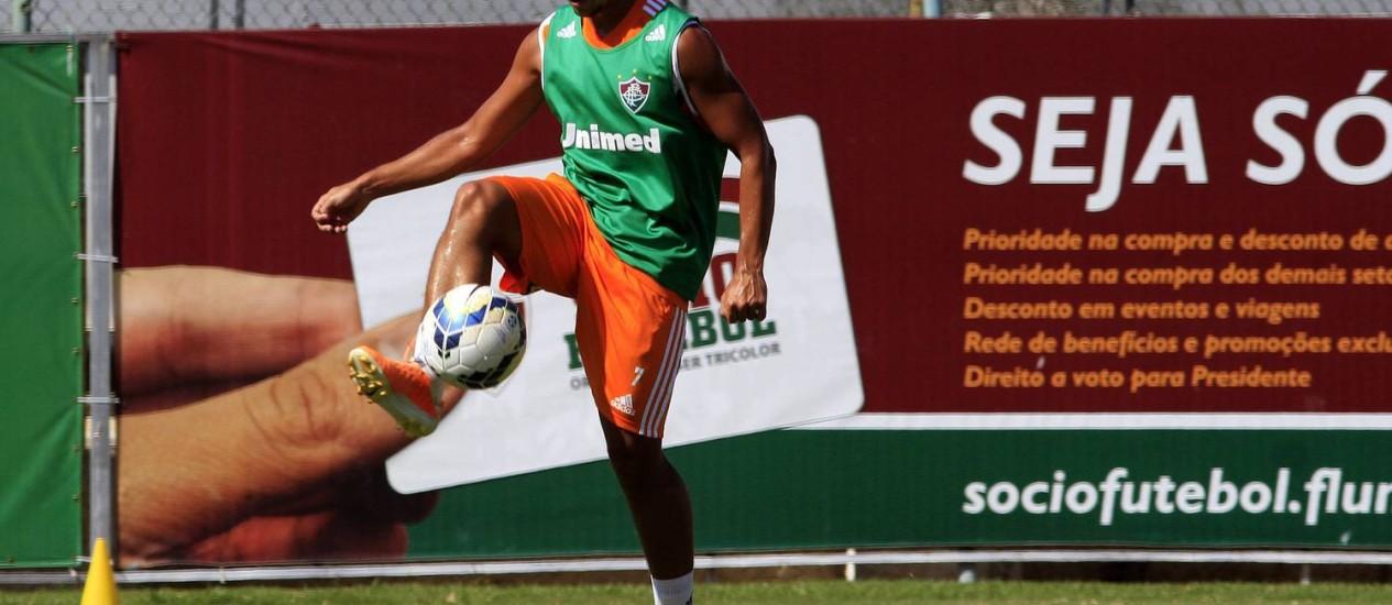 Jean domina a bola durante treino do Fluminense Foto: Divulgação / Fluminense