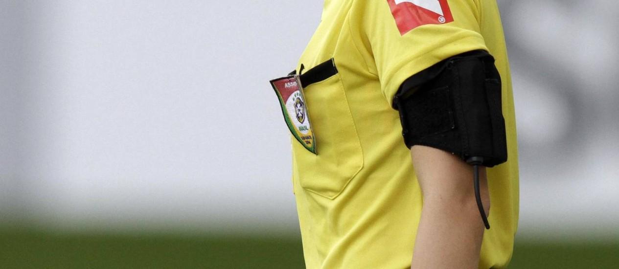 A assistente Fernanda Colombo Uliana na partida entre Atlético-MG e Cruzeiro Foto: STRINGER/BRAZIL / REUTERS