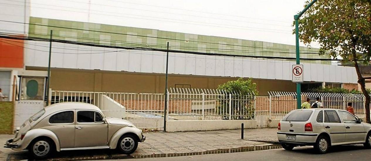 Um dos terrenos que despera curiosidades dos vizinhos, antiga loja do Pão de Açúcar ainda tem destino incerto Foto: Agência O Globo / Guilherme Leporace