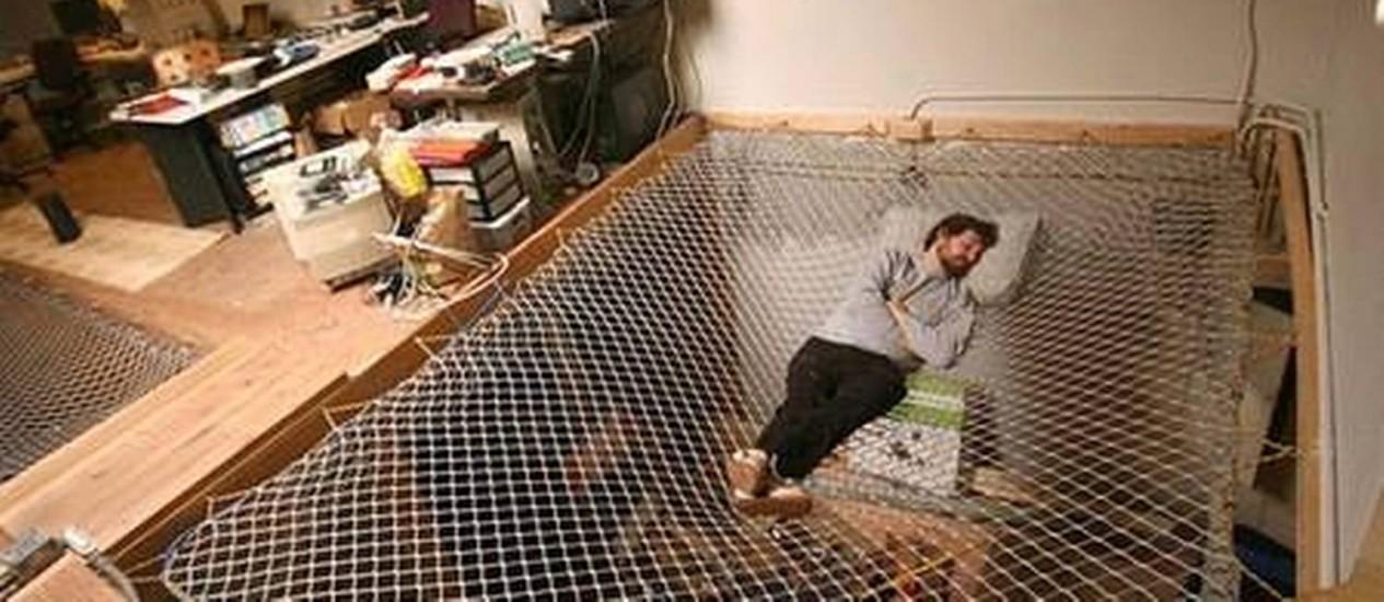 Rede que é cama e chão Foto: Reprodução da internet