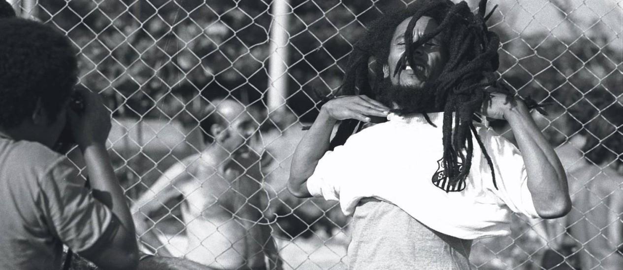 Bob Marley no Brasil, em 1980: briga por direitos autorais do cantor chega à instância máxima da Jamaica Foto: Luiz Pinto / Arquivo O Globo