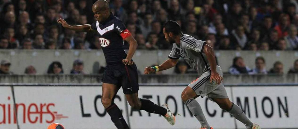 Henrique domina a bola, em uma partida do Bordeaux Foto: Divulgação / Bordeaux