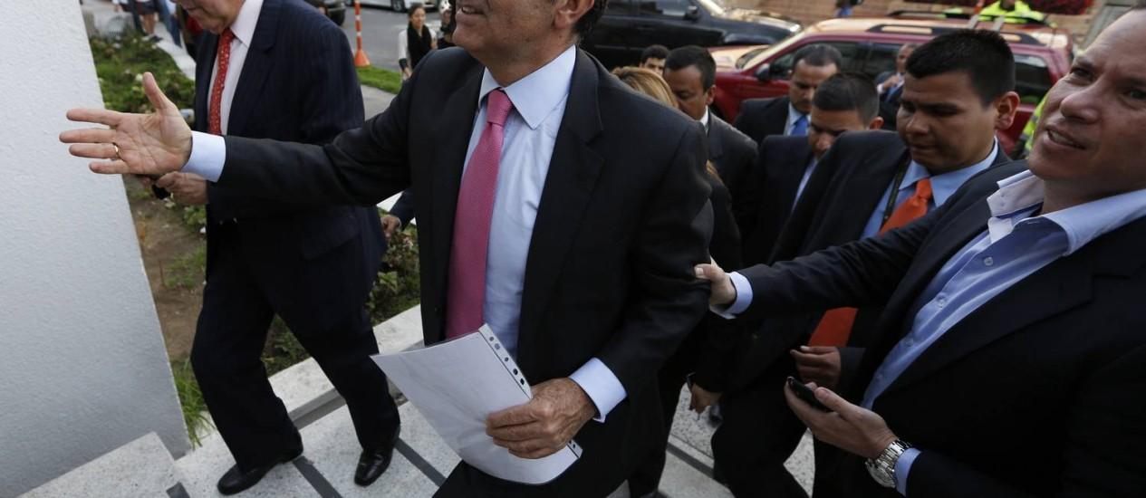 O candidato opositor Óscar Iván Zuluaga durante campanha em Bogotá Foto: Fernando Vergara / AP