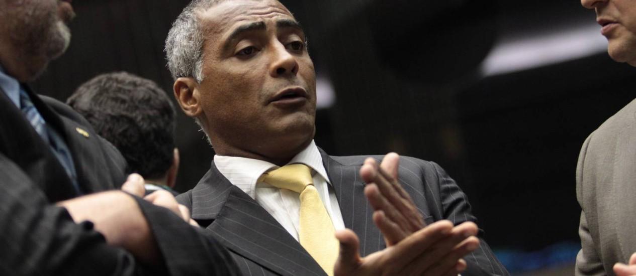 Romário é contra os gastos bilionários da Copa Foto: André Coelho / Agência O Globo