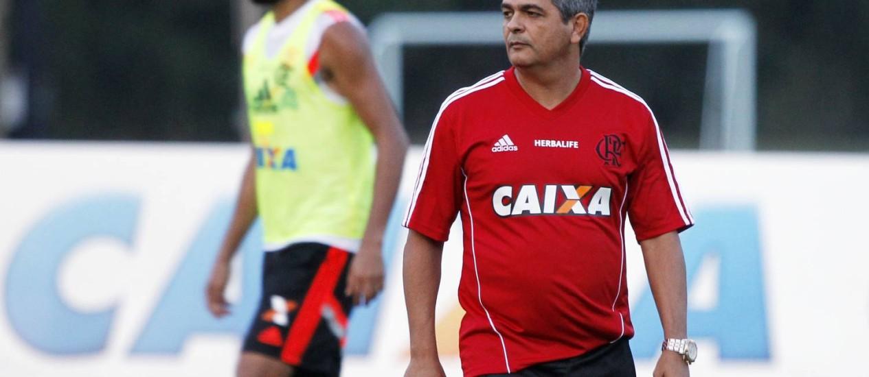 Ney Franco comandou nesta quarta-feira seu primeiro treino no Flamengo Foto: Gustavo Miranda / Agência O Globo
