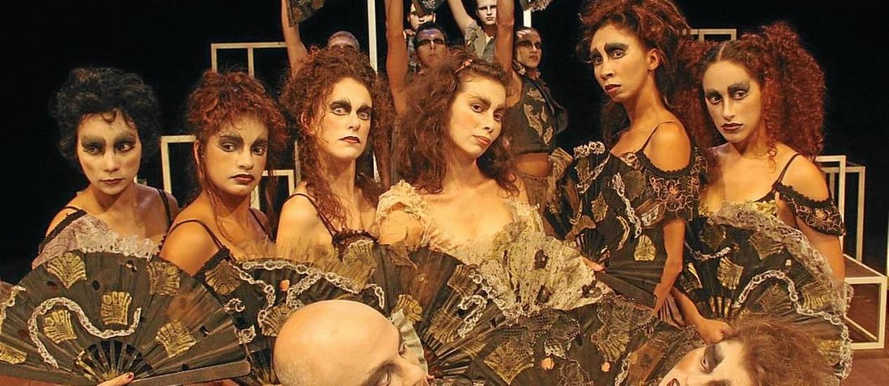 """Lá em Marechal. Os atores da peça """"Sobre mentiras e segredos"""", da Cia. Os Ciclomáticos, em cena Foto: Divulgação / Divulgação"""