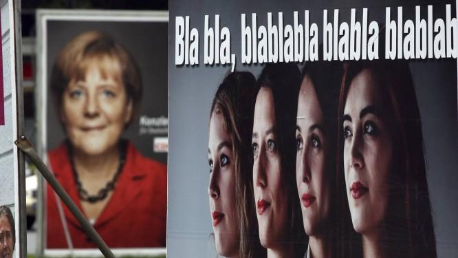 Cartazes de campanha durante eleições na Alemanha, em setembro Foto: Michael Sohn / AP-20-11-2014
