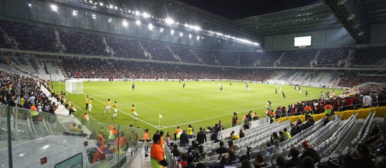 O COL elogiou a Arena da Baixada, reinaugurada com o amistoso entre Atlético-PR e Corinthians Foto: Rodlfo Buhrer / Reuters