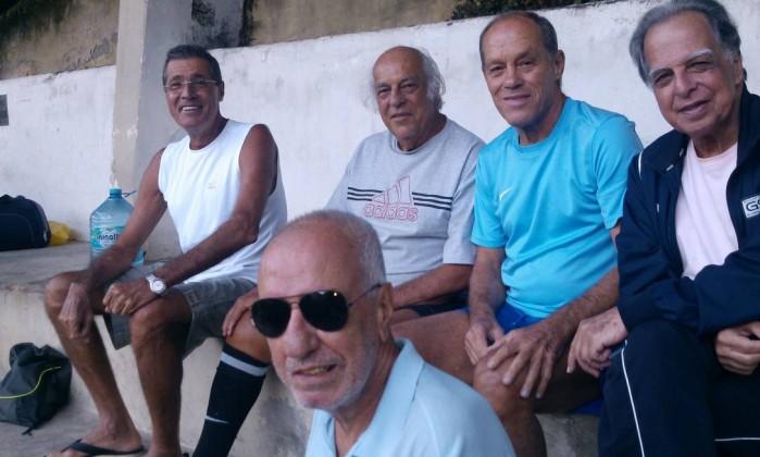 Da esquerda para a direita: Roni, Hugo, Xanduca, Luizinho e Nilo, de óculos escuros Foto: Sérgio Pugliese / Divulgação