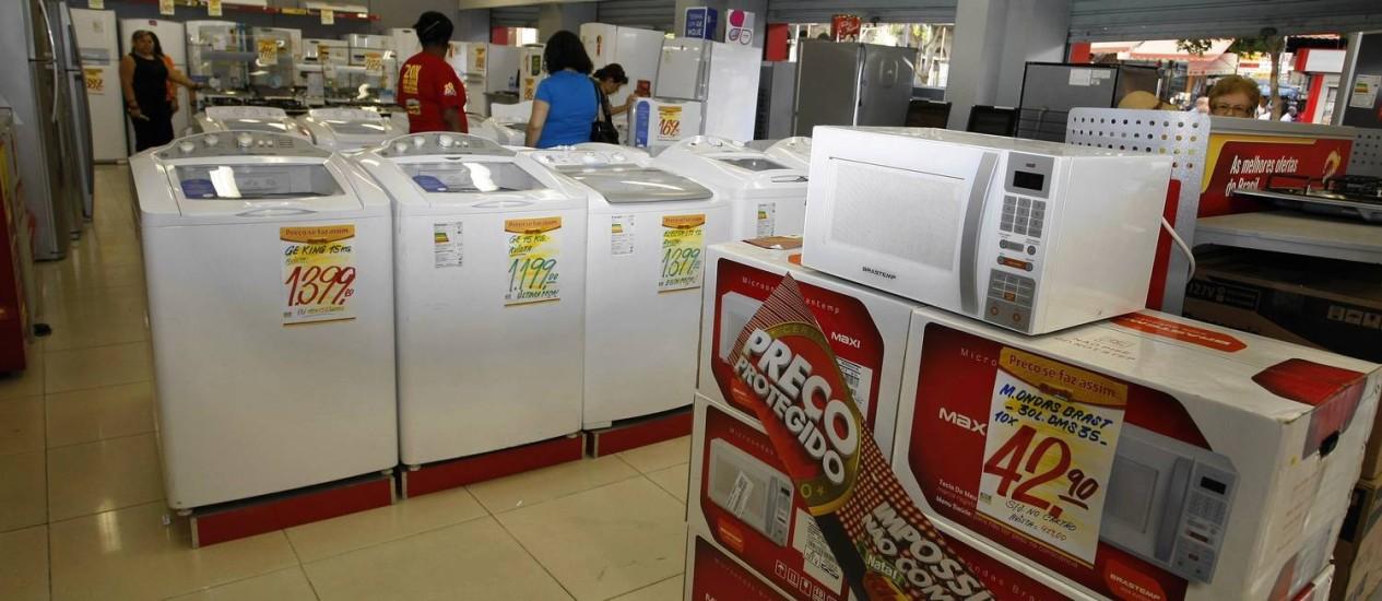 Segmento de móveis e eletrodomésticos apresentou a maior queda em março: 1,5% Foto: Fabiano Rocha / Agência O Globo