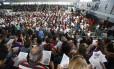 Centenas de professores participam de assembleia no Club Municipal, na Tijuca