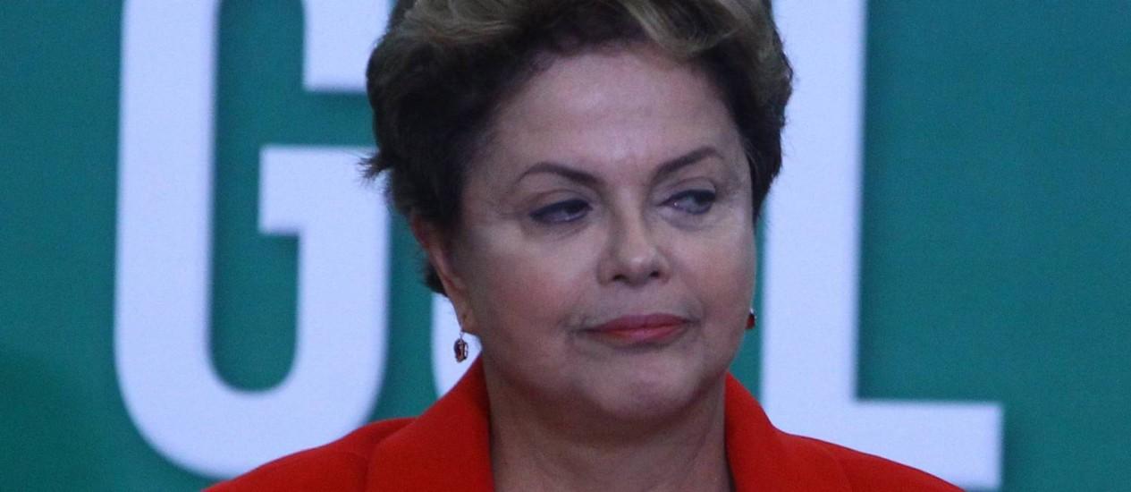 Dilma Roussef participa da cerimônia de lancamento do Compromisso Nacional pelo Emprego e Trabalho Decente na Copa do Mundo Foto: André Coelho / Agência O Globo