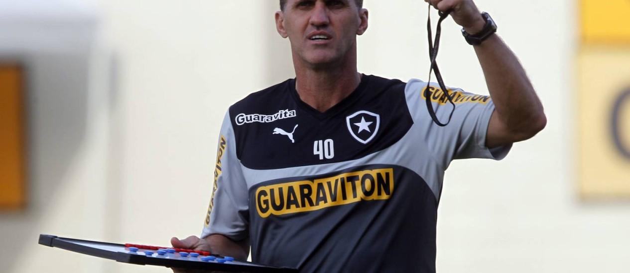 Vagner Mancini: 'Temos que ir testando no ataque' Foto: Gustavo Miranda / Agência O Globo