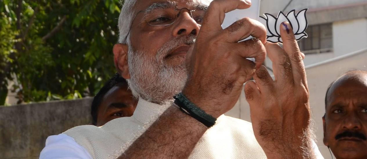 Narendra Modi durante votação em Ahmedabad Foto: STRDEL / AFP