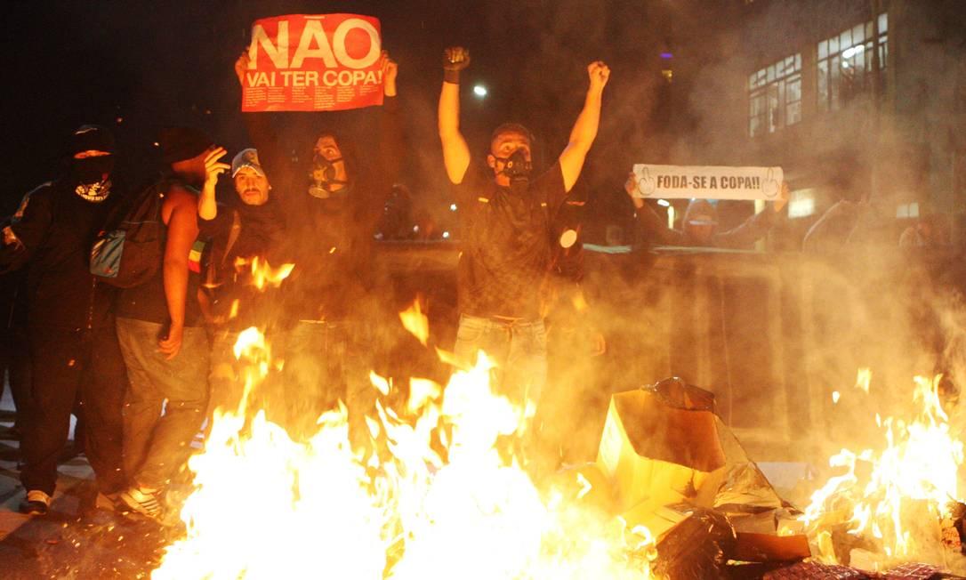 Protesto em São Paulo registrou episódios de violência no início da noite. Foto: Michel Filho / Agência O Globo