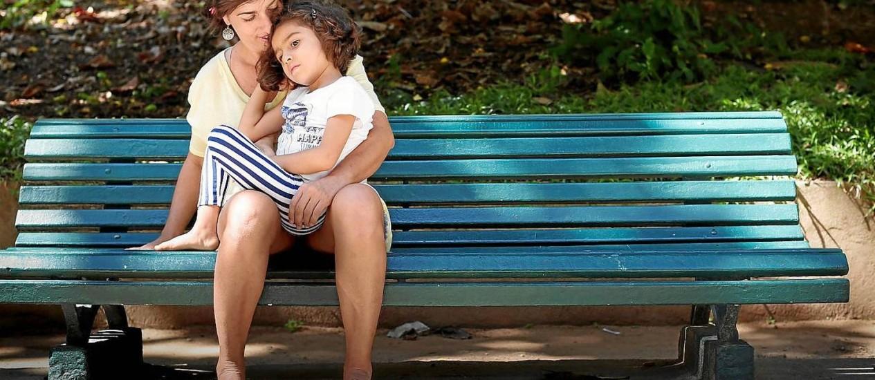 Pressão social. Margarete Brito, mãe de Sofia, que tem CDKL5, uma condição que causa crise epiléticas: desconfiança sobre o resultado prático Foto: Simone Marinho / Simone Marinho