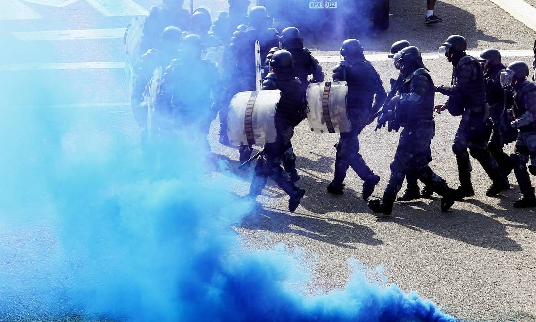 Policiais civis, militares, guardas municipais e bombeiros participam de exercício prático do Curso de Controle de Distúrbios Civis Foto: Gustavo Miranda / Agência O Globo