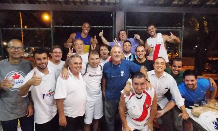 A equipe da Associação do Grupo de Futebol do Riviera (AGFR), da Barra Foto: Divulgação/ / Reyes de Sá Viana do Castelo