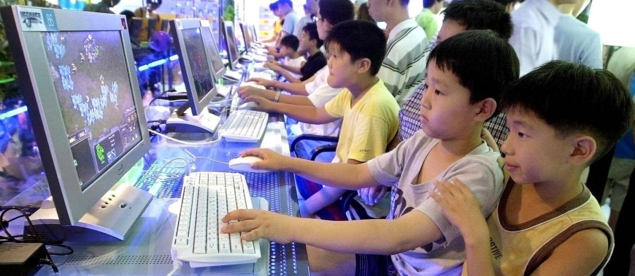 Crianças aproveitam a internet ultrarrápida na Coreia do Sul Foto: Kim Jae-Hwan / Arquivo/AFP