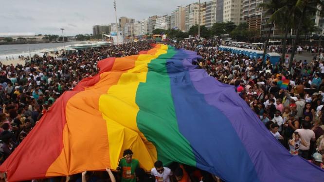 Parada Gay em Copacabana: Anistia reforça que as 'marchas do orguho' ajudam a reforçar a luta pelos direitos LGBT Foto: Pedro Kirilos