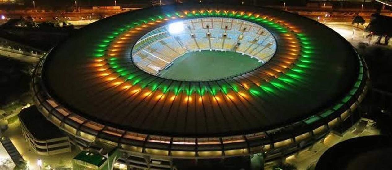 Teste de luz no Maracanã: ideia é usar cores da seleção campeã logo após a final da Copa Foto: Genilson Araújo / Agência O Globo