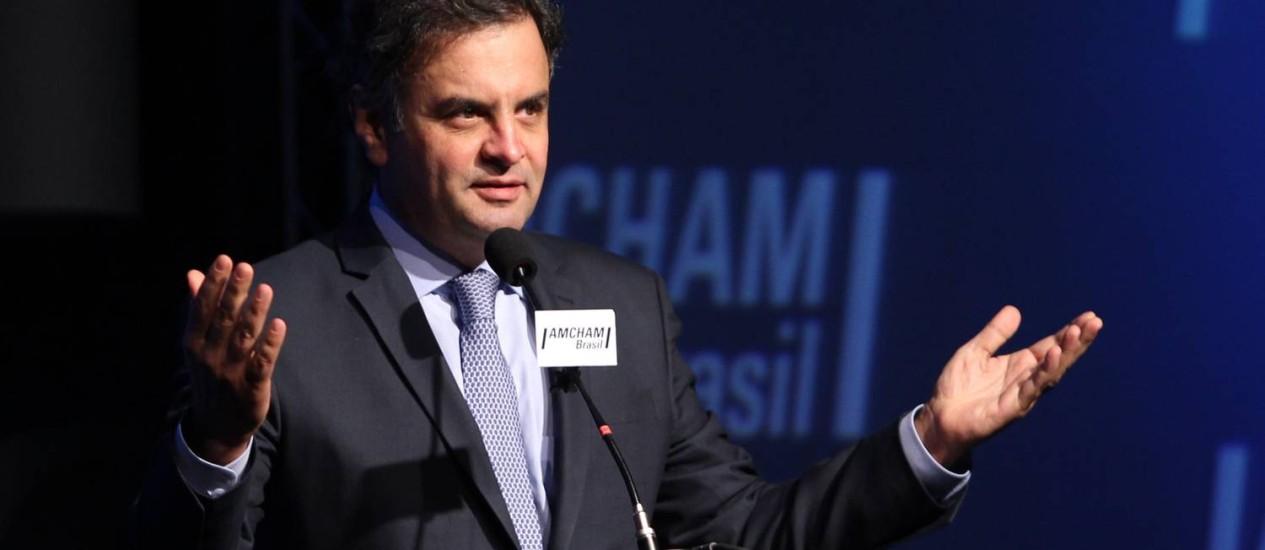Senador Aécio Neves, pré-candidato à presidencia pelo PSDB, se reune com empresários e volta a criticar propaganda do PT. Foto: Marcos Alves / Agência O Globo