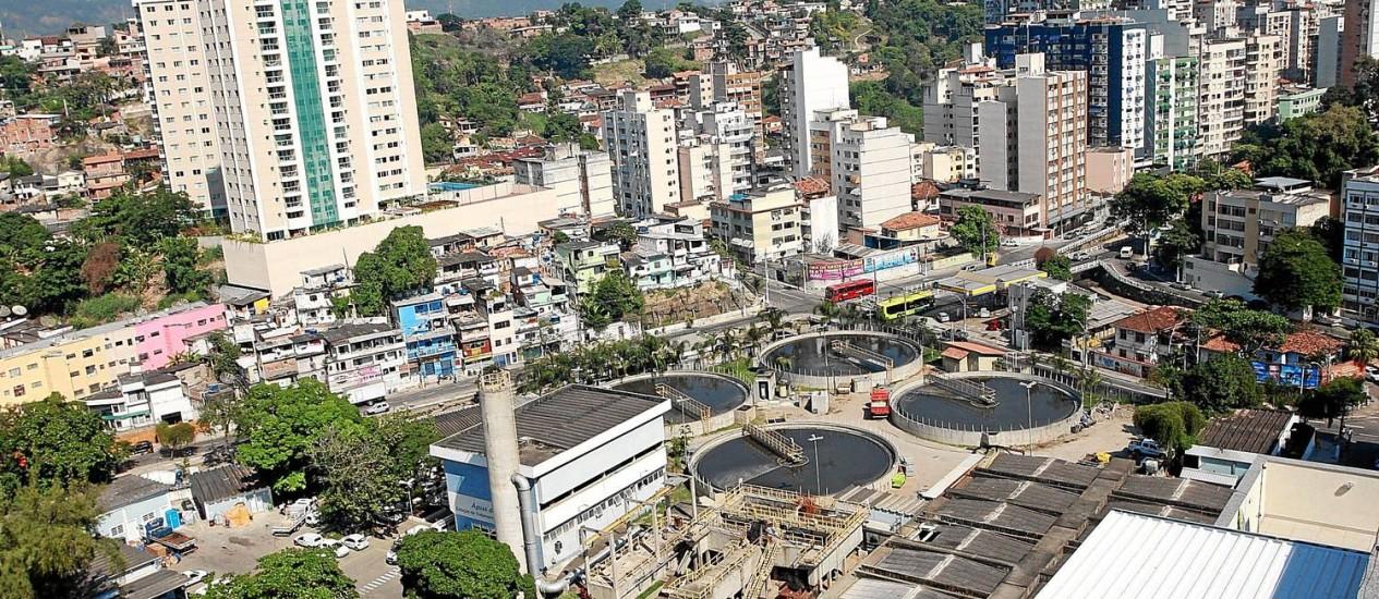 Carga. Os tanques da Estação de Tratamento de Esgoto de Icaraí: chorume de quatro municípios, além do produzido em Niterói, é tratado no local e, depois, levado até a Baía de Guanabara por meio do emissário submarino Foto: Pedro Teixeira