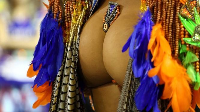A ânsia por alcançar tamanho, formato e aspecto ideais de bunda tem levado cada vez mais mulheres às mesas de cirurgia Foto: Thiago Lontra / Agência O Globo