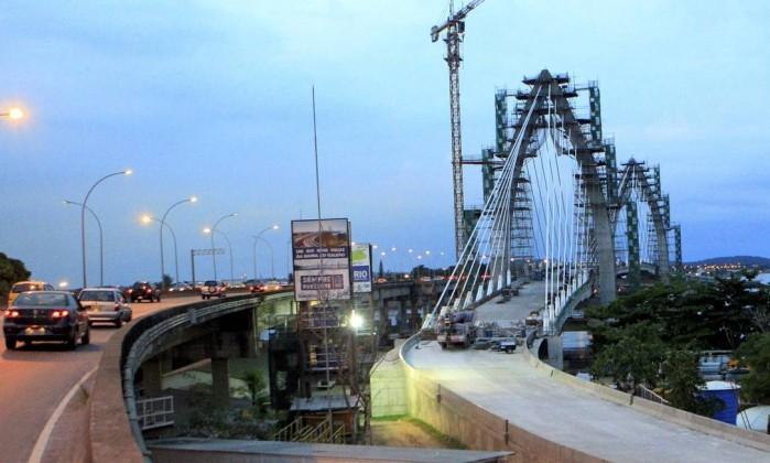 A ponte estaiada do BRT Transcarioca na entrada da Ilha do Governador Foto: Marcelo Piu / Agência O Globo