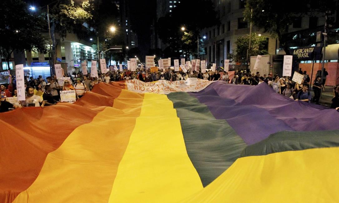 Passeata LGBT pelo Dia do Orgulho Gay no Centro do Rio, ano passado Foto: Marcelo Piu/ 20.06.2013 / Agência O Globo