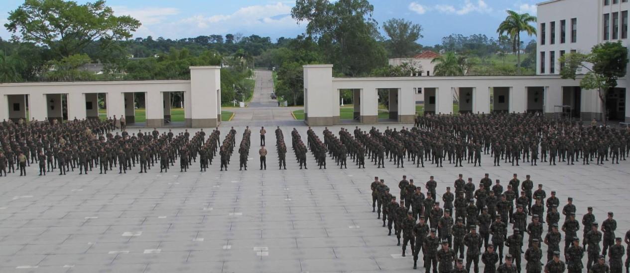Militares em forma na Academia Militar da Agulhas Negras (Aman) Foto: Vera Araújo / Agência O Globo