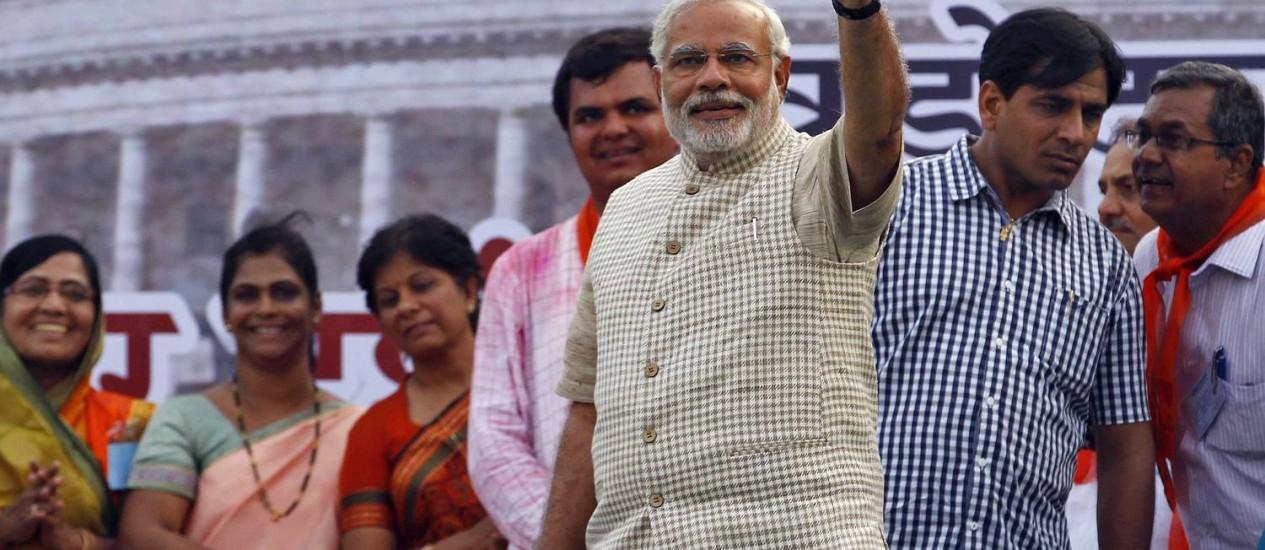 O novo premier Narendra Modi comemora o resultado das eleições em Vadodra, na Índia Foto: Reuters/Amit Dave