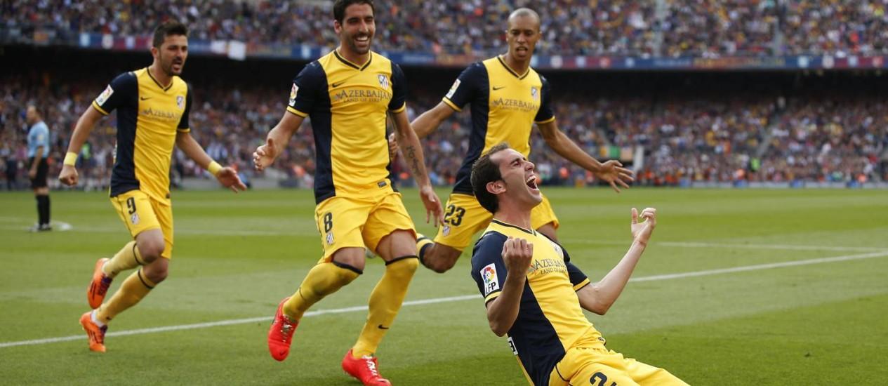 Godín comemora o gol de empate do Atlético de Madrid contra o Barcelona Foto: Marcelo del Pozo / Reuters