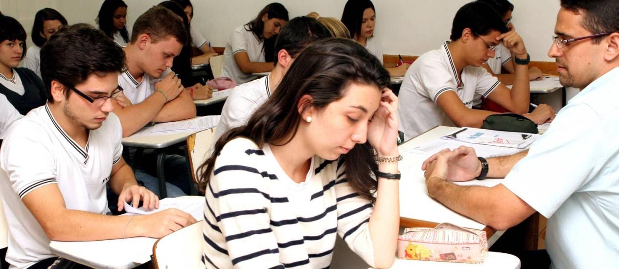 Estudantes em prova: avaliação da OCDE é alvo de críticas Foto: Bia Guedes / Agência O Globo