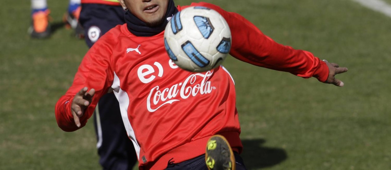 Vidal é peça chave na seleção do Chile, e está garantido na Copa. Foto: Jorge Saenz / AP