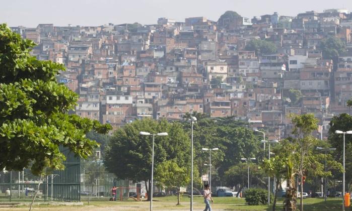 Morro do Dendê. Um dos escritórios aprovados apresentou ideias para reurbanização de três morros da Ilha do Governador Foto: Márcia Foletto / Agência O Globo