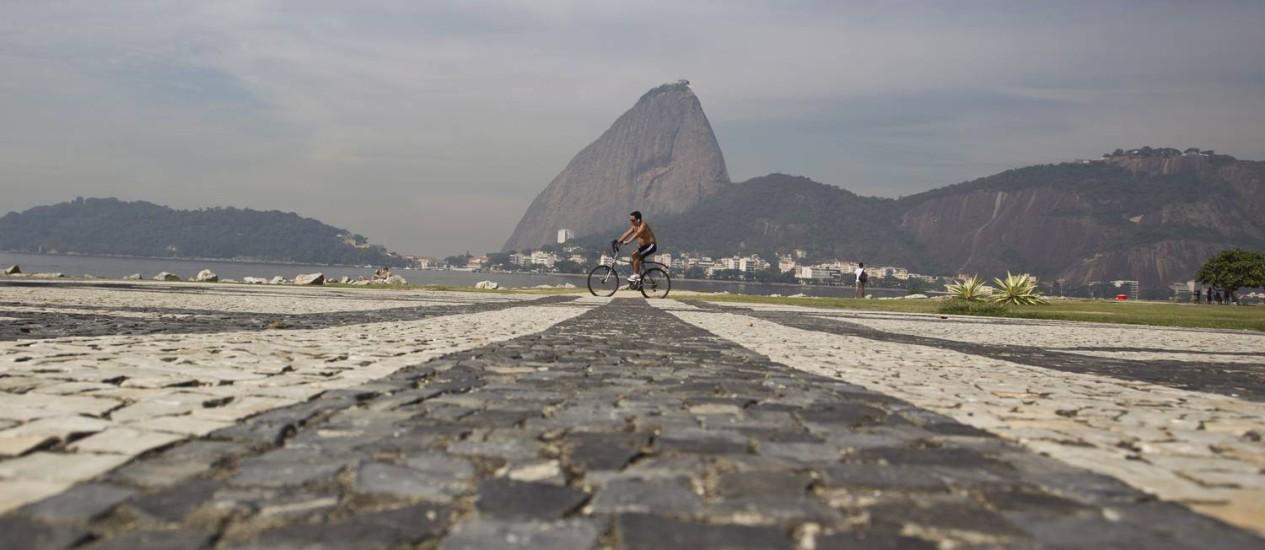 Ponto no Aterro do Flamengo onde a imprensa terá uma área demarcada para fazer transmissões durante a Copa do Mundo: a paisagem da cidade será valorizada nos programas de emissoras estrangeiras Foto: Márcia Foletto / Agência O Globo