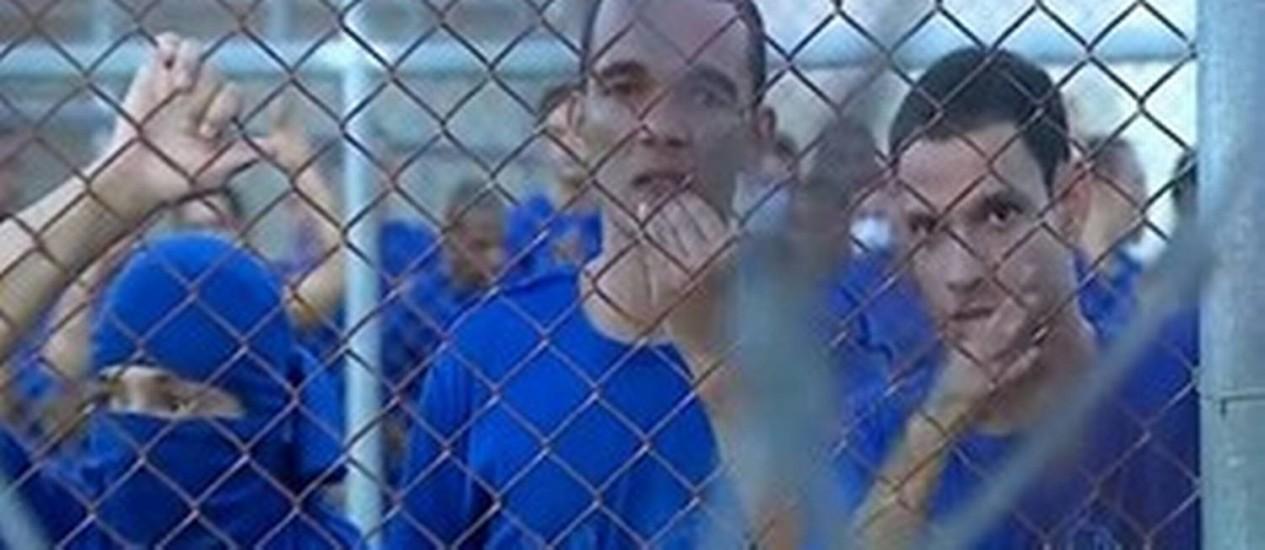 Detentos fizeram reféns durante rebelião no complexo penitenciário em Aracaju Foto: Reprodução/TV