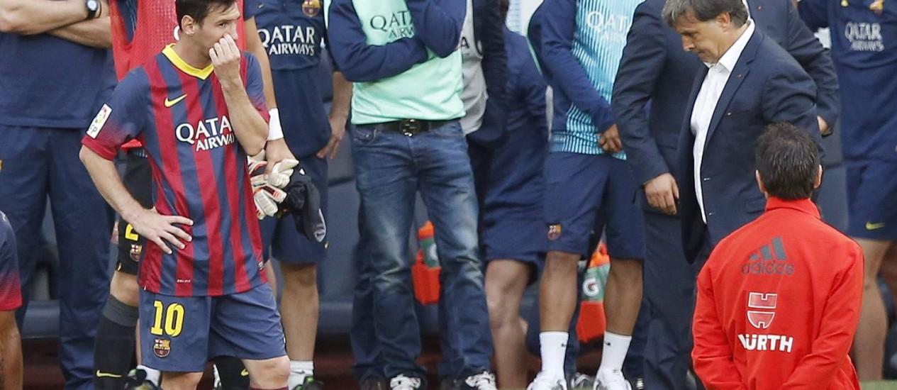 O time do Barcelona desapontado com a perda do título. Clube vai passar por mudanças profundas Foto: Gustau Nacarino / Reuters