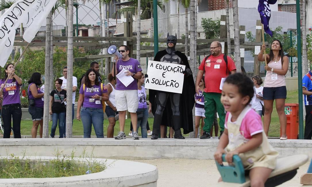 Parque Madureira também foi palco de protesto de professores neste domingo Foto: Márcio Alves / Agência O Globo