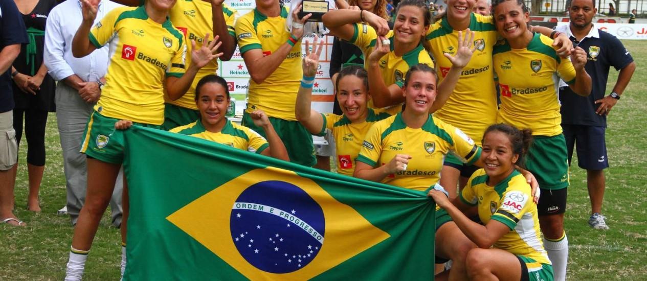 Tupis. Jogadoras da seleção brasileira festejam o título do Sul-Americano de Rúgbi Foto: João Neto/Divulgação/11-03-2012